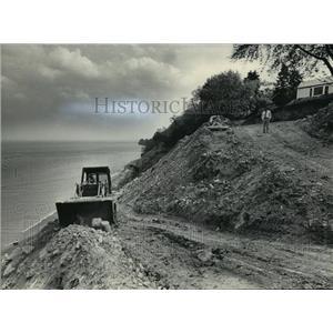 1984 Press Photo Lake Michigan shoreline slope being decreased prevents erosion