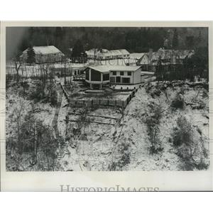 1975 Press Photo Homes Lose Ground-Erosion near City Line Rd in Michigan.