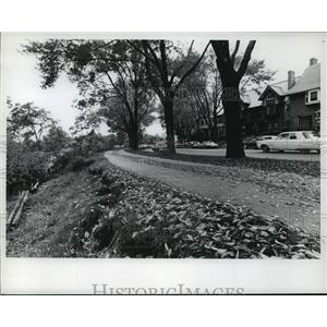 1974 Press Photo Lake Michigan erosion damage on Wall Street at Bradford Beach.