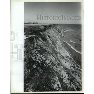 1982 Press Photo Lake Michigan snow clung into eroded cliffs - mja42459