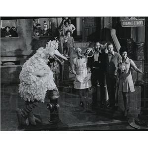 1970 Press Photo Big Bird, Gordon, Bob and the cast of Sesame Street, on PBS.