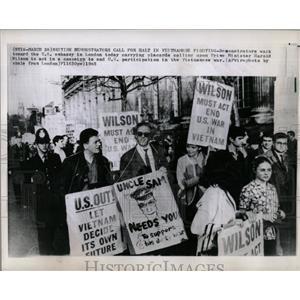 1965 Photo British Demonstrators Call For Halt In Viet - RRX80383