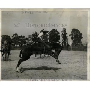 1940 Press Photo Rodeo Bronc Riding Charro