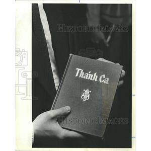 1982 Press Photo Hymn Book used for Vietnamese - RRW37235