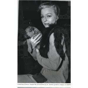 1941 Press Photo Actress Margaret Sullavan with a boxer puppy - spx20298