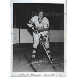 1973 Press Photo Hockey - Whitey Widing Center L.A. - sps09853