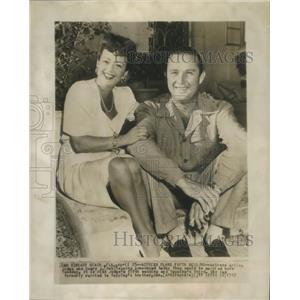 """1947 Press Photo Actress Arline Judge and husband Henry""""Bob"""" J. Topping"""