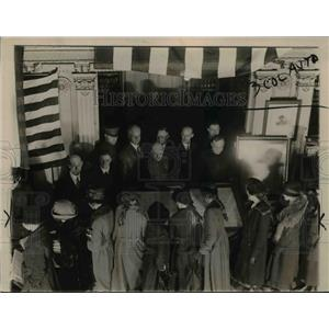 1920 Press Photo Children of DC schools see original Constitution at State Dept