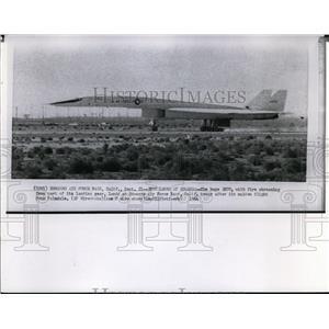 1964 Press Photo Huge XB70 lands at Edwards Air Force Base after maiden flight