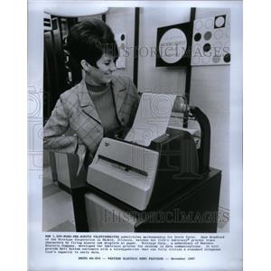 1968 Press Photo Jane Bradford Uses The Inktronic - RRX57881