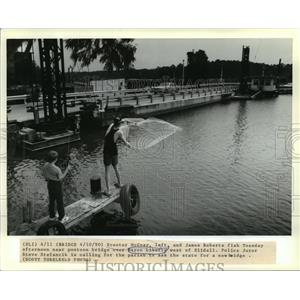 1990 Press Photo Scooter McGuay and James Roberts Fish in Bayou Liberty