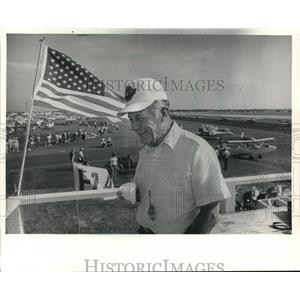 1986 Press Photo Chuck Yeager in Oshkosh for Fly-In Says Fame Hasn't Changed Him