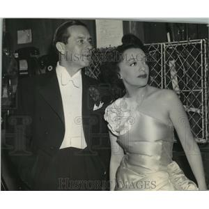 1943 Press Photo Actor Ben Lyon and his wife Bebe Daniels - spp37038