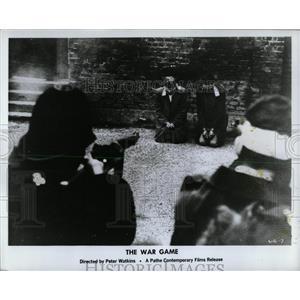 1968 Press Photo War Game Film Firing Squad Scene - RRW61925