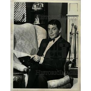 1964 Press Photo Actor Gene Barry - RRW26445