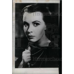 1969 Press Photo Waterloo Film Actress Holding Knife - RRX48513