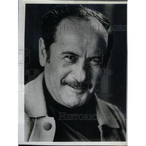1975 Press Photo Eli Wallach Actor - RRX45387