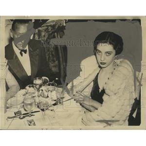 1935 Press Photo Actor John Barrymore Dining with Actress Elaine Barrie