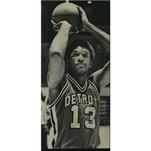 1976 Press Photo Former-Alabama basketball star now plays for Detroit Pistons.