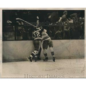1971 Press Photo Rangers Vic Hatfield and Toronto's Jim Harrison Start a Fight