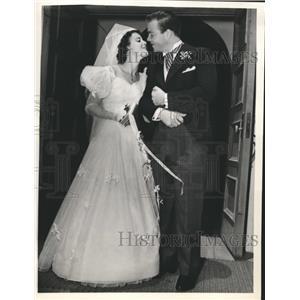 1941 Press Photo Olympe Bradna actress weds Douglas W Wilholt singer - sbx07191