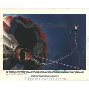 1991 Press Photo Rich Robinson Bungee Jumping from Hot Air Balloon in Lancaster