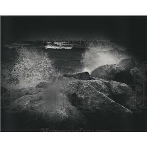 1988 Press Photo Waves Crash Onto Rocks Near McKinley Beach - mjb35178