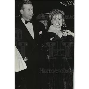 1941 Press Photo Martha Scott and Carlton Alsop attend Dumbo premiere.