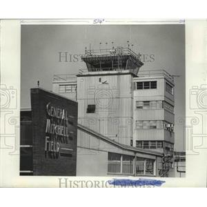 Press Photo General Mitchell Field Airport in Milwaukee - mjb42799