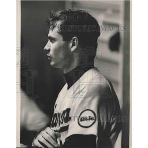 1989 Press Photo Alabama-Birmingham Barons Richie Amaral sits in dugout at game.