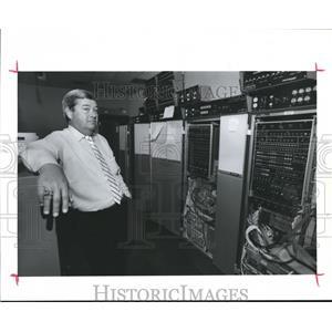 1989 Press Photo Jim Simon-Manager -FAA Tower-Computer Room Air Traffic Control