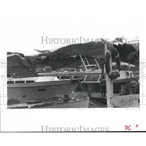 1982 Press Photo Boats at the docks in Bariloche, Argentina - hca03695