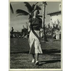 1935 Press Photo Ms Ellamae Williams Settles Question of Skirts vs Shorts