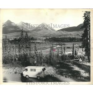 1965 Press Photo Driving in Alaska on the 49th State's Glenn Highway, mountains