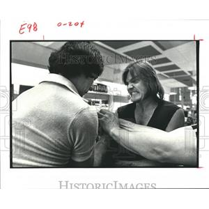 1979 Press Photo Wrist-Wrestling Contest at Memorial City Shopping Center
