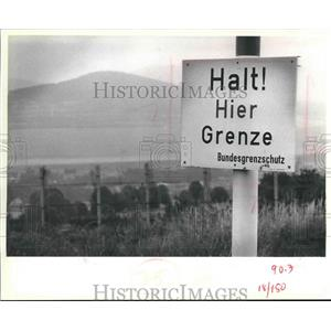 1979 Press Photo Sign Warns of Nearby Border, Germany