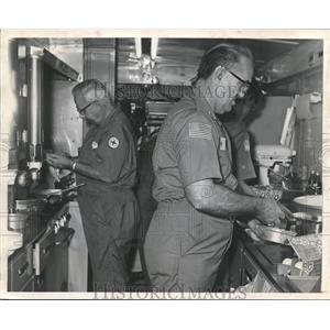 1972 Press Photo Cooking Breakfast for Training, American Red Cross, Houston