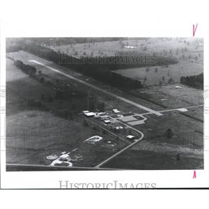 1990 Press Photo Livingston Airport from the air, needs repair.  Airports, Texas