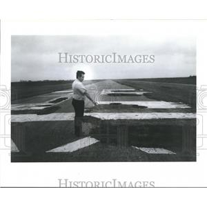 1990 Press Photo Man points out Deteriorating Airport, Texas - hca04842