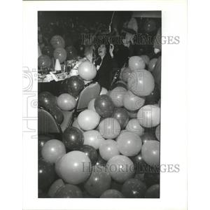 1989 Press Photo Gretchen Linquist of McKinsey & Co. Inc Responds to Balloons