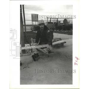 1989 Press Photo Radio Model Airplane Hobbyist Marvin Biano, Cullen Barker Park