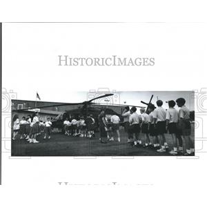 1992 Press Photo Students of Merici School line up to view Black Hawk helicopter