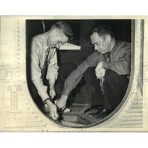 1937 Press Photo Nick Greener, Reg Robbins prepare ship for refueling assignment