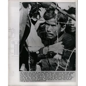 1964 Press Photo Vietcong Guerrilla Prisoner Compound - RRX70519