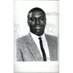1990 Press Photo Rod Jones football player Henry Ford - RRX39609