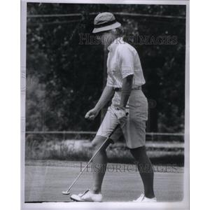 1963 Press Photo Mary Mills American Professional Golf - RRX35037