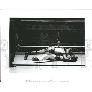 1985 Press Photo Pistol Pat O'Hara Flattens James Moore