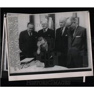 1966 Press Photo Mayor John Lindsay City Hall office