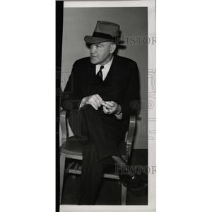 1938 Press Photo Edward Doc Casey Fighter Referee case - RRW72549