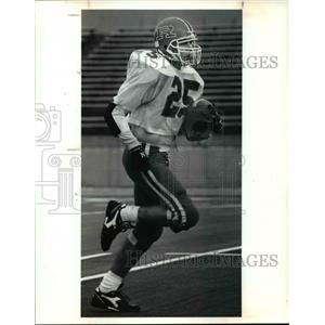 1990 Press Photo Revere running back, Chuck Penzenik, returns a punt at practice